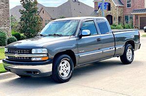 ֆ12OO 4WD CHEVY SILVERADO 4WD for Sale in Dallas, TX
