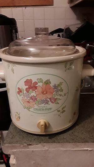 Crock pot for Sale in Revere, MA