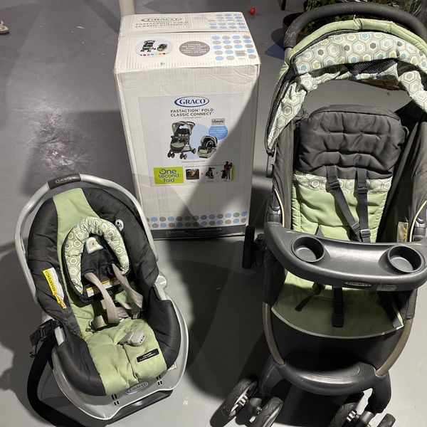 Graco FastAction Fold travel system, Includes Stroller And Car Seat
