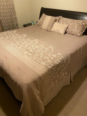 King size bed for Sale in Stockton, CA
