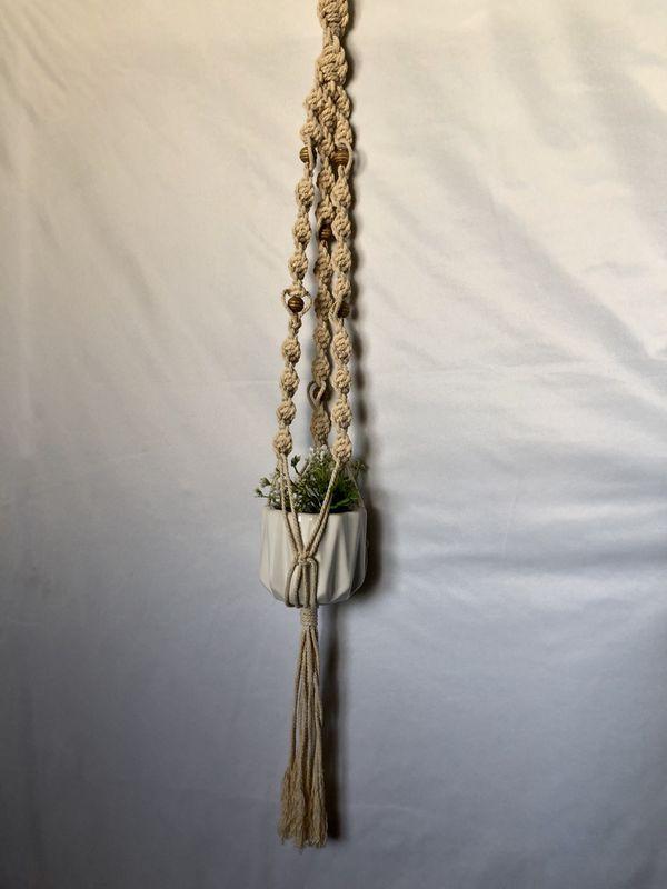 Macrame plant hanger (pot/plant not included)