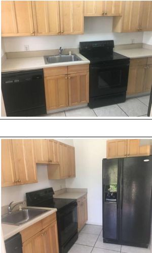 KITCHEN CABINETS and APPLIANCES FOR SELL $500 !!!!!!! for Sale in Miami, FL