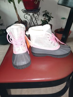 New girl snow boots for Sale in Issaquah, WA