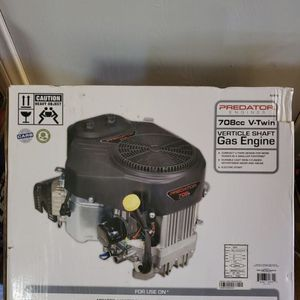 BRAND NEW, PREDATOR 22 HP (708cc) V-Twin Vertical Shaft Riding Mower Engine - EPA ,NUEVO for Sale in Irwindale, CA