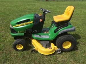 JOHN DEERE RIDING LAWNMOWER TRACTOR ONLY 40 HRS !! for Sale in Waller, TX