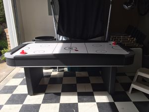 Harvard air hockey table. 4 strikers and 2 pucks. for Sale in Clackamas, OR