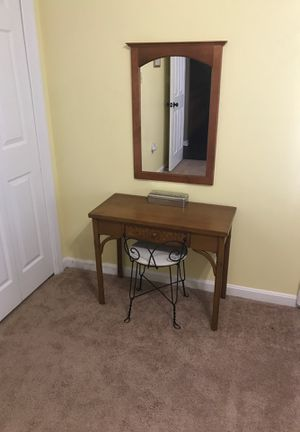 Make up table and mirror for Sale in Greencastle, PA