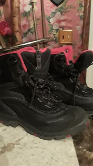 Columbia womans snow boots size 10 for Sale in Washington Township, NJ