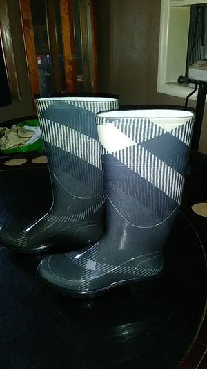 Burberry rain boots 7 and a half for Sale in Portland, OR