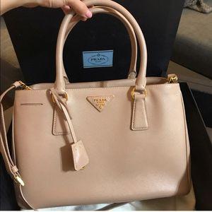 PRADA -Beautiful classic Prada bag in nude color for Sale in Oceanside, CA