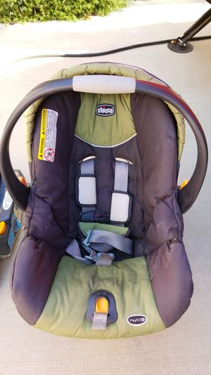 Chicco Keyfit 30 baby car seat with extra base for Sale in Adelaide, CA