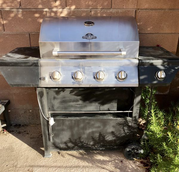 Grill master bbq... includes propane tank!