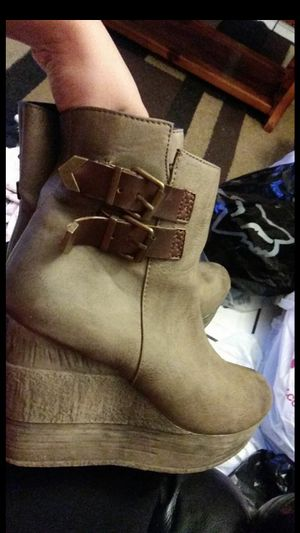 Free Brown boots for Sale in Phillips Ranch, CA