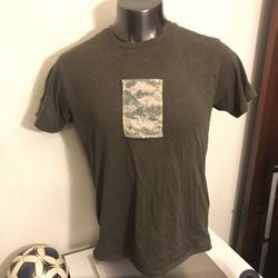 Gap tshirt with camo rectangular pocket that fits an iphone plus for Sale in Arlington,  VA