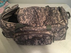 Army duffle bag for Sale in Bloomington, IL