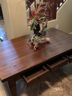 Beautiful Coffee Table In Excellent Conditions 51x 31 for Sale in Surprise,  AZ