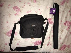 """67"""" Monopod and Lowepro bag for Sale in Orlando, FL"""