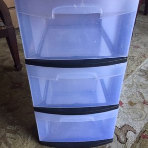 Plastic storage container selling for $10 for Sale in Thonotosassa, FL