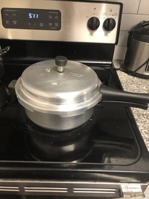 Pressure cooker with containers within it for Sale in Princeton, NJ