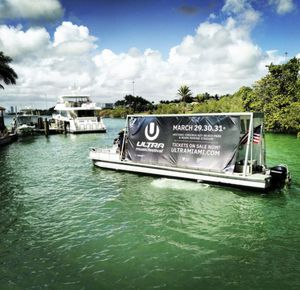 36 ft pontoon boat for Sale in North Miami Beach, FL