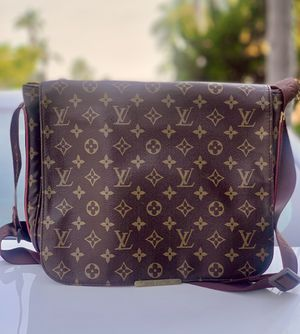 Authentic men's Louis Vuitton messenger bag from 2008 for Sale in San Diego, CA