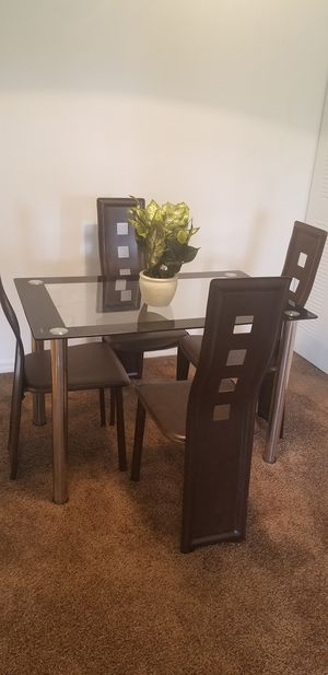 Set of 4 Beautiful dining conference living bed room piece of chair with table for Sale in Miami, FL
