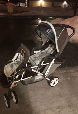 Double stroller Is the use for Sale in Oshkosh, WI