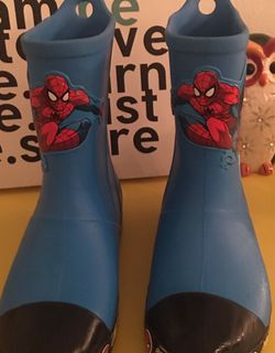 Kids Spiderman crocs rain boots. All weather boots. Color: Ocean Blue. Size: J1 - Pick Up :North Miami Beach. Firm for Sale in Miami,  FL