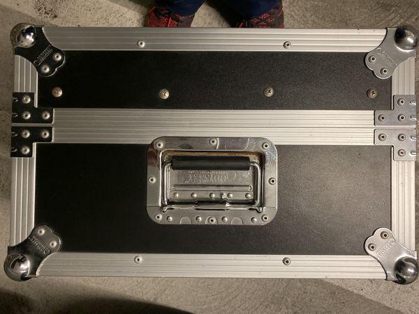 Mixer case with vestax mixer