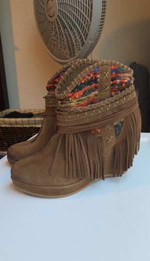 Fringe suede wedge booties NEW for Sale in Simpsonville, SC