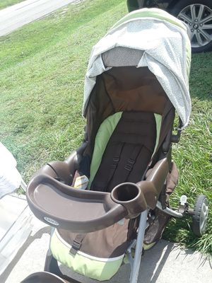 stroller with car seat comes as a set in good condition expires in 2026. for Sale in Lehigh Acres, FL