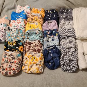Reusable CLOTH diapers! Great condition, stain free for Sale in Fontana, CA