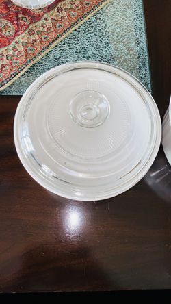 CorningWare French White 1-6-Quart Round Casserole Dish with Glass Cover for Sale in Corona,  CA