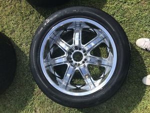 """22""""Chrome rims with tires for Sale in Houston, TX"""