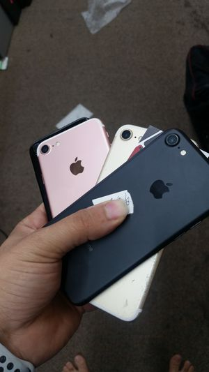 unlocked iphone 7 with warantty for Sale in Columbus, OH