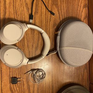 Sony wh-1000xm3 silver for Sale in Durham, NC