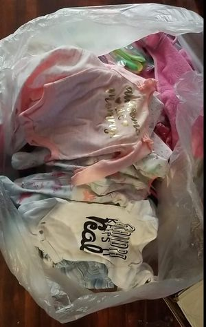 Huge Bag of Newborn to 0-3 month girl clothes for Sale in Hutchinson, KS