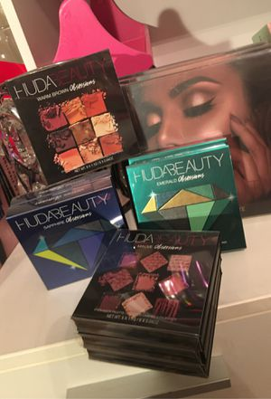 HUDA beauty obsessions & highlighter palettes for Sale in San Antonio, TX