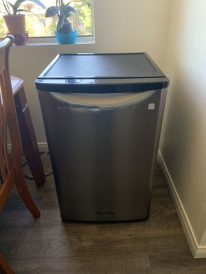 Mini fridge for Sale in Vista, CA