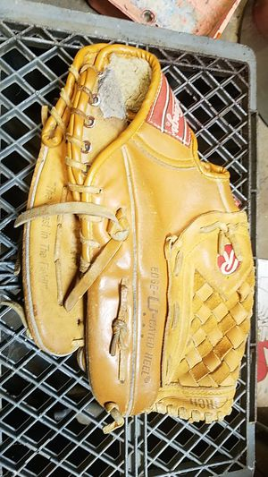 Great condition Rawlings left handed mit for Sale in Vancouver, WA