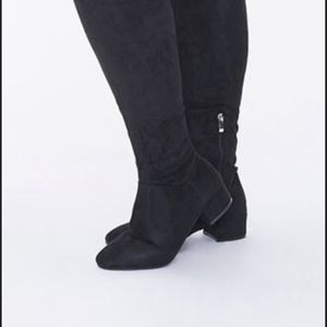 GIRLS KNEE BOOTS SIZE 8 for Sale in Los Angeles, CA