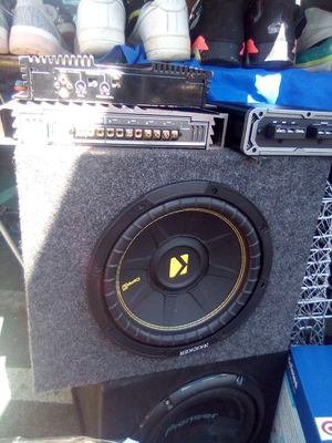 10in kicker subwoofer in a box, with the kicker cxa 400. 1 amplifier for Sale in Oakland, CA