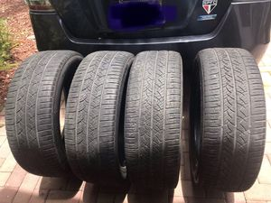 4 tires Continental ( 225/55r19) gomas de uso ( 4 for $40) for Sale in Miami, FL