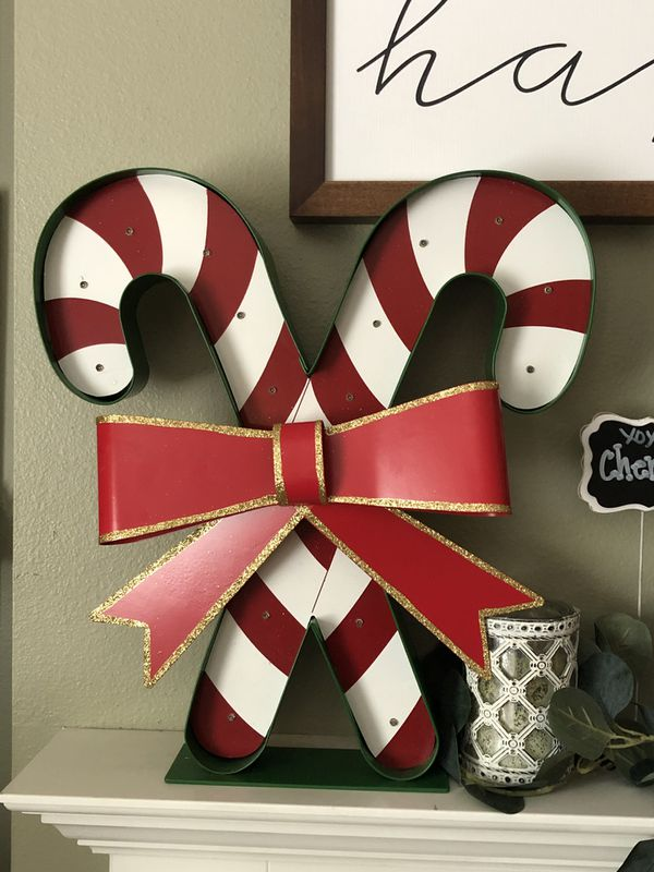 BRAND NEW BATTERY OPERATED CANDY CANE XMAS DECORATION.