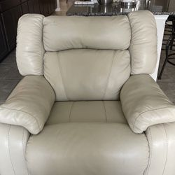 White-ish, Cream Recliners for Sale in Winter Garden,  FL