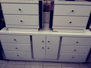 King headboard dresser with mirrors and 2 night stands for Sale in Hollywood, FL