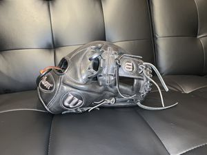 Baseball glove for Sale in Tracy, CA