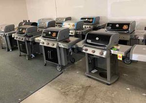 BRAND NEW GRILLS WITH WARRANTY E8CV for Sale in Los Angeles, CA
