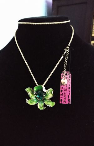 Betsey Johnson beautiful green Crystal enameled and flower necklace. Brand new for Sale in Panama City Beach, FL