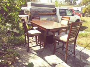 Nice dining table for Sale in HALNDLE BCH, FL